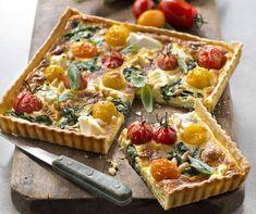 Cea mai gustoasă tartă cu brânză şi roşii Quiche Lorraine, Quiches, Plats Healthy, Bruschetta, I Foods, Vegetable Pizza, Pasta Salad, Pesto, Entrees