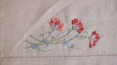 O ponto palestrina é indicado para realçar algum detalhe no bordado. Muito usado para laços, galhos e cordões. VISITE MEU BLOG - http://www.cristinacrepaldi....