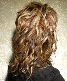 Long Wavy Casual Hairstyle with Side Swept Bangs - Caramel Brunette Hair Color with Light Blonde Highlights 40 Hairstyle Long curly Layered Hair Choppy Long Layered Haircuts, Haircuts For Long Hair With Layers, Layered Curly Hair, Long Curly Hair, Layered Hairstyles, Long Shag Hairstyles, Curly Layers, Wedding Hairstyles, Choppy Haircuts