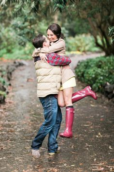 Embracing the rain in the cutest way possible: http://www.stylemepretty.com/california-weddings/san-francisco/2015/04/10/rainy-day-san-francisco-engagement/ | Photography: Jasmine Lee - http://jasmineleephotography.com/