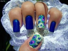 Peacock nails by Fernanda Quintanilha Adesivos. Would be pretty with just one accent nail.