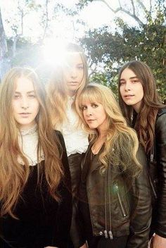 Stevie ~ ☆♥❤♥☆ ~ with the Haim sisters