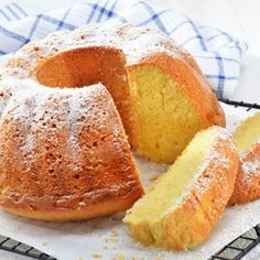 Kozzi lemon gugelhupf with icing sugar 886 X 586 Butter Icing Recipe Perfect on your Favorite Butter Cake Recipe Food Cakes, Cupcake Cakes, Cake Icing, Lemon Recipes, Sweet Recipes, Cake Recipes, Simple Recipes, Icing Recipe, Butter Recipe