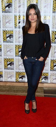 Mila Kunis in Rag & Bone Skinny Jeans in Heritage Wash