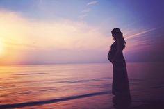 Beautiful beach at sunset silhouette maternity photography pose. Maternity Photography Poses, Maternity Shoots, Maternity Pictures, Pregnancy Photos, Children Photography, Photography Ideas, Beach Silhouette, Sunset Lake, Pregnant Couple