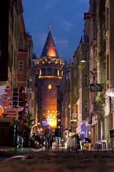 Galata Tower, Istanbul, Turkey http://es.trekearth.com/gallery/Middle_East/Turkey/photo1369078.htm