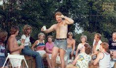25 Topless Dads - Naked parents make for wonderful childhood awkwarness AwkwardFamilyPhotos.com