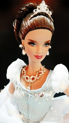 Cinderella Barbie Doll 2013  .........../.24..4 qw