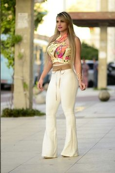 Flare diva . . . Bebe Rexha, Wide Leg Jeans, Old Women, Flare Jeans, Bell Bottoms, How To Look Better, Women Wear, Lady, Womens Fashion