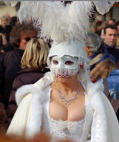 Venice Carnival Lady - Photo taken by Jamie Riddell in 2007. Published on www.flyawwway.com. Click the image for more carnival pictures
