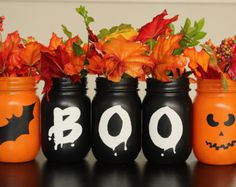 Favorite Makeup DIY DIY Halloween Crafts With Amazing Decorations 02 Dulceros Halloween, Table Halloween, Masque Halloween, Adornos Halloween, Halloween Home Decor, Halloween Centerpieces, Diy Halloween Mason Jars, Halloween Makeup, Halloween Season