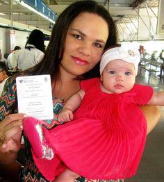 A garotinha Alice, de apenas 3 meses, já tem RG com CPF. A mãe dela, Vênia, providenciou o documento no Poupatempo Itaquera para fazer um plano de previdência privada para a filha. Parabéns para a família, que garante a cidadania da criança e também o seu futuro.