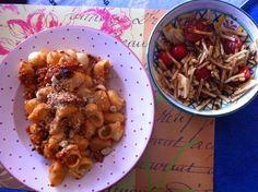 Bei Petzi gab es zu der Nudelpfanne einen Zucchini-Tomaten-Salat:  http://petzig.blogspot.co.at/2015/01/vegan-wednesday-123.html