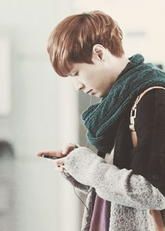 EXO Lay / Yixing and his phone. Can you please call me and add my number□□