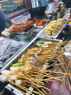 Best Korean street food Top 22 best street food in Korea & Seoul you definitely must-eat - Living Nomads Travel tips Guides News & Information! Korean Street Food, Best Street Food, South Korean Food, Food Photography Tips, Asian Cooking, Food Stall, Food Dishes, Asian Recipes, Yummy Food