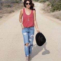 Jillian Harris Former Bachelorette and HGTV Star Jillian Harris, Summer Outfits, Casual Outfits, Fashion Outfits, Love Fashion, Womens Fashion, Summer Lookbook, Sweaters And Jeans, Boyfriend Jeans