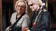 "Joe Walsh & Daryl Hall - great rendition of ""Life's Been Good"""