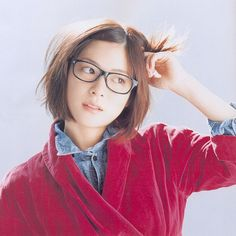 Short hair + glasses = my style. Pretty Hairstyles, Bob Hairstyles, Short Hair Glasses, Eye Glasses, Cute Bob Haircuts, Mix And Match Fashion, Cabello Hair, Pretty Hair Color, Shot Hair Styles