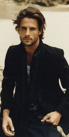 Amazing Medium Length Hairstyles For Men Tags: Medium length hair men Mens hairstyles medium straight Mens hairstyles medium messy Hairstyles for medium length hair Mens hairstyles 2017 medium Mens hairstyles medium wavy hairstyles for men over 60 ha Medium Length Hair Men, Medium Long Hair, Medium Hair Cuts, Mens Medium Length Hairstyles, Mens Longer Hairstyles, Medium Curly, Longer Mens Hair, Mens Mid Length Haircuts, Men's Hair Long