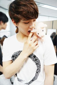 Peniel BTOB~ dont tell anyone... but I'm turning into a BTOB fan... ^////^