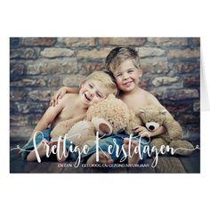 """Kerstkaart Met Foto Kind Moderne Typografie. Zelf een kerstkaart met foto maken is helemaal van deze tijd! Deze stijlvolle kerstkaarten met """"Prettige Kerstdagen"""" in moderne typografie en een kerstwens aan de binnenkant zijn eenvoudig met uw eigen foto en tekst te personaliseren."""