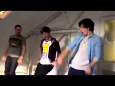 HARRY,LOUIS DANCING AT VOCAL REHEARSALS. OH.MY.GOSH. AHAHAH THIS IS WHY I LOVE THEM SOOOO