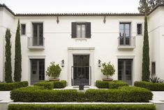 balcones, puertas, tejado, colores. podría ser casa 2?