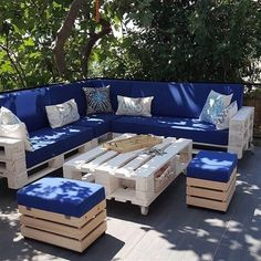 28 Elite Balcony Couch Design ideas With Pallets That Make You Feel Comfortable - Unique Balcony & Garden Decoration and Easy DIY Ideas - Furniture Design Pallet Garden Furniture, Diy Outdoor Furniture, Couch Furniture, Furniture Design, Garden Pallet, Outdoor Pallet, Furniture Ideas, Diy Terrasse, Couch Design