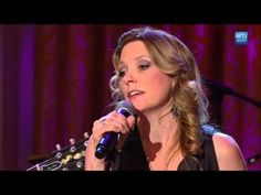 """Susan Tedeschi, Derek Trucks, & Warren Haynes Perform """"I'd Rather Go Blind"""""""
