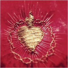 Igual que una Dolorosa...lovely gold stitching