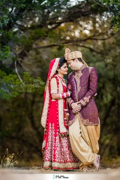 A beautiful Panjabi indian wedding at the picturesque Kendall Plantation in Boerne near San Antonio, Texas. Indian weddings of San Antonio Texas. Indian Bridal Photos, Indian Wedding Poses, Indian Wedding Receptions, Indian Bride And Groom, Wedding Ceremony, Gift Wedding, Wedding Groom, Buffet Wedding, Wedding Fur