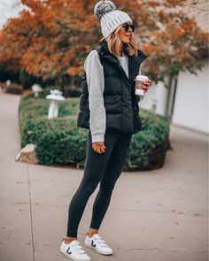 puffer vest outfits for women Beanie Outfit, Black Vest Outfit, Puffer Vest Outfit, Leggings Outfit Winter, White Sneakers Outfit, Black Puffer Vest, Black Leggings, Casual Winter Outfits, Winter Fashion Outfits