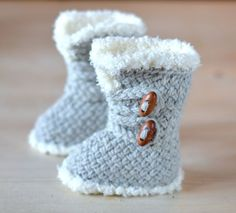 Baby Knitting Patterns Knitting Pattern for Baby Boots These Ugg style baby booties feature a basketweave stitch and fake . Baby Knitting Patterns, Baby Booties Knitting Pattern, Baby Shoes Pattern, Knit Baby Booties, Shoe Pattern, Baby Boots, Knitting For Kids, Baby Patterns, Crochet Patterns