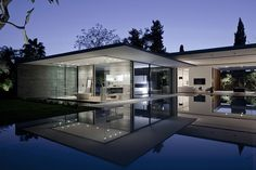 Float #House by Pitsou Kedem Architects #house #telaviv #israel
