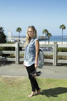 Blogger Cat from Cat Wright Style wearing AEO Jegging. #AEOStyle