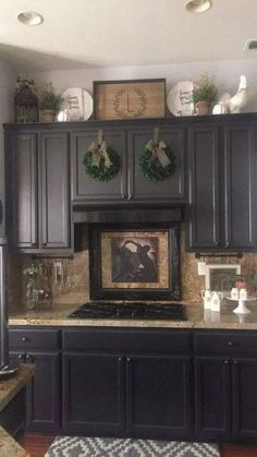 - Farmhouse kitchen style will be perfect idea if you want to have family gathering in your kitchen during meal time. There are a lot of ideas in decora. kitchen decor above cabinets Rustic Farmhouse Kitchen Decoration Ideas - TRENDUHOME Above Cabinet Decor, Decorating Above Kitchen Cabinets, Above Cabinets, Kitchen Cabinets Decor, Farmhouse Kitchen Cabinets, Farmhouse Style Kitchen, Kitchen Redo, Home Decor Kitchen, Kitchen Flooring