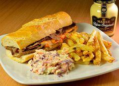 Criado pelo restaurante NaMata. Philadelphia cheese steak: sanduíche de carne, queijo e cebolas chapeadas servido no pão francês acompanhado...