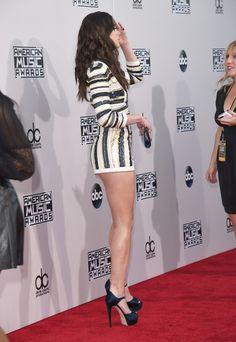 Hailee Steinfeld Photos - 2015 American Music Awards - Arrivals - Zimbio Women With Beautiful Legs, Lovely Legs, Hailey Steinfeld, Cute Girl Dresses, Cute Japanese Girl, American Music Awards, Female Poses, Hot Outfits, Hollywood Celebrities