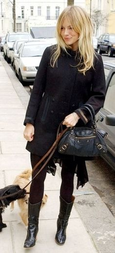Sienna Miller - in elegant black. Love the hair length Sienna Miller - in elegant black. Style Sienna Miller, Sienna Miller Hair, Sienna Miller Fringe, My Hairstyle, Hairstyles With Bangs, Pretty Hairstyles, Long Fringe Hairstyles, Long Haircuts, Makeup Hairstyle