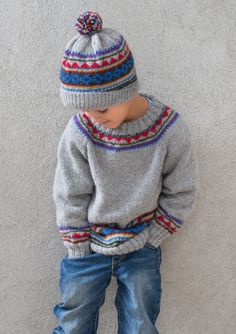 Sweater and hat in Sandnes Mini Alpakka . Pattern and yarn… Baby Boy Knitting Patterns, Jumper Knitting Pattern, Fair Isle Knitting Patterns, Knitting For Kids, Knitting Designs, Knit Patterns, Knit Baby Sweaters, Fair Isle Sweaters, Summer Nights