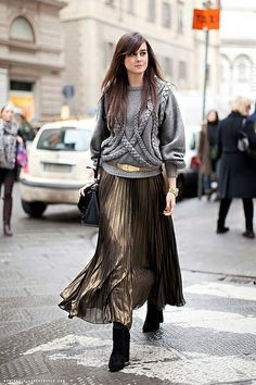 18 Ways to Style an Accordion Skirt via Brit + Co Summer Trends Fall Fashion Outfits, Modest Fashion, Look Fashion, Skirt Fashion, Autumn Fashion, Fashion Trends, Hipster Outfits, Fashion Moda, Fashion Images