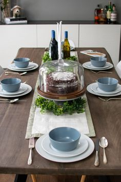 A Modern Farmhouse Holiday Dinner Table using everyday dishes, glassware and flatware. Farmhouse Table Runners, Modern Farmhouse Table, Farmhouse Decor, Farmhouse Windows, French Farmhouse, Farmhouse Ideas, Dining Table Decor Everyday, Everyday Table Settings, Dinner Table
