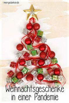 Weihnachtsgeschenke sind sowieso etwas schönes, aber während einer Pandemie verdreifacht sich ihr Wert. Deswegen: Dieses Jahr unbedingt schenken. Ornament Wreath, Ornaments, Christmas Wreaths, Holiday Decor, Home Decor, Wedding Decoration, Gifts For Children, Child Life, Present Wrapping