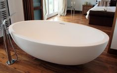 Focal Point Tub - Imperia Large Tub by Tyrell and Laing