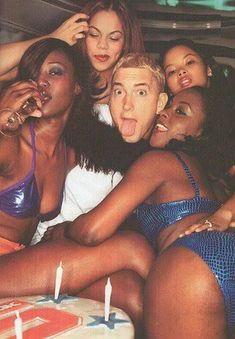 Slim Shady having fun. The Real Slim Shady, Break Dance, Marshall Eminem, Divas, Arte Hip Hop, Eminem Slim Shady, Rap God, School Pictures, School Pics