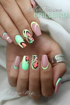 Butterfly nail art designs are loved by women because of its cute, colorful, beautiful patterns and symbolic significance, or simply because the design of butterfly nails has produced attractive effects on nails. Fabulous Nails, Perfect Nails, Cute Nails, Pretty Nails, Butterfly Nail Art, Gel Nagel Design, Nagellack Trends, Nail Candy, Pastel Nails