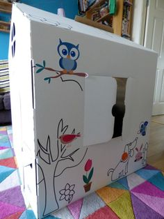 Quelques autocollants et le tour est joué !   #maison #cabane #carton #enfant #wiplii #house #cardboard #children #diy