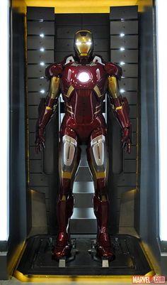 The Iron Man Mark VII armor at the Marvel San Diego Comic-Con booth. Iron Man 3, Iron Man Suit, Iron Man Armor, Avengers Movies, Marvel Movies, Transformers, Iron Man Wallpaper, Iron Man Tony Stark, Suit Of Armor