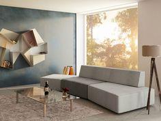Graues Sofa in verschiedenen Nuancen im modernen Wohnzimmer