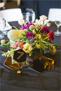 Primary Petals centerpiece with modern hexigon accents japanese modern 和装 に合う装花
